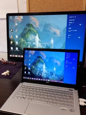 液晶ディスプレイをノートPCと接続してみました。