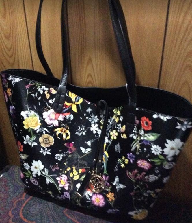 花柄のリバーシブルトートバッグ/おしゃれに見えてさらにたくさん入る!